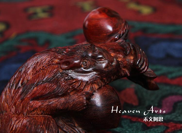灵猴献桃-小叶紫檀雕件