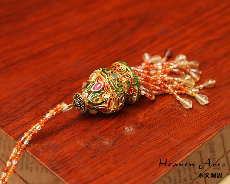 它以镏金编织成欧式风格的花纹