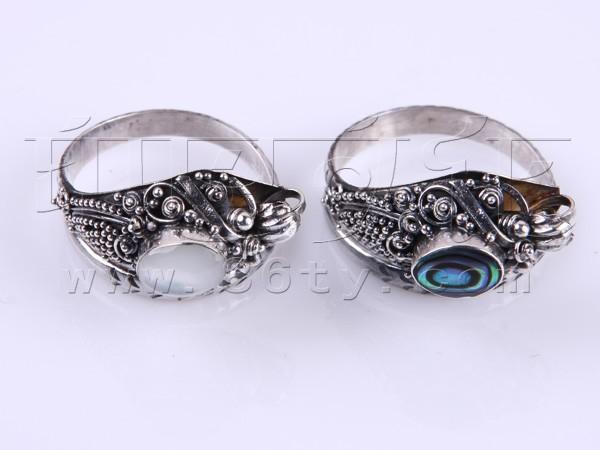 贝壳是一些海洋动物为了保护身体而