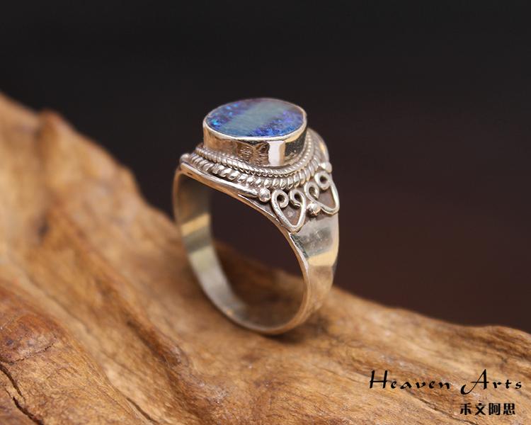 欧泊的英文为opal,源于拉丁文opalus