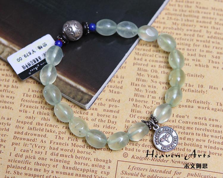 简约的串珠设计完美衬托出葡萄石的浅淡雅致