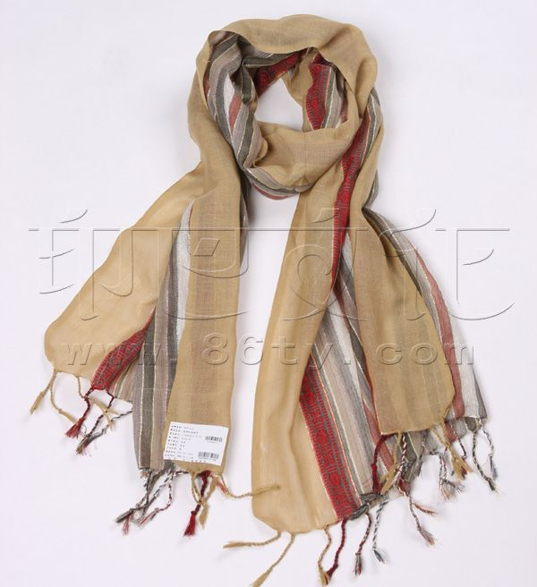 真丝围巾怎么洗真丝丝巾清洗保养方法大全将丝巾整齐折叠,用手固定