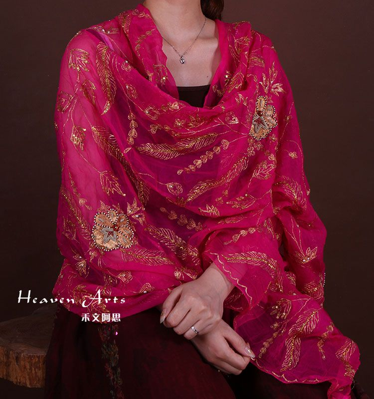 纱丽是印度最有特色的国服,无论是在新德里繁华的街头,还是在幽静的