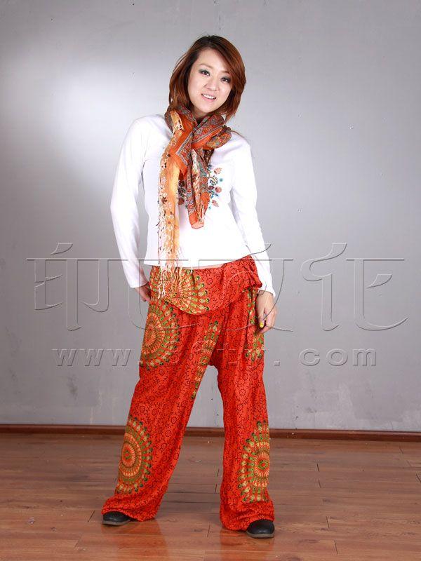 橘红色裤子搭配