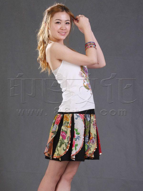 超短裙子美女 超短裙子美女热舞